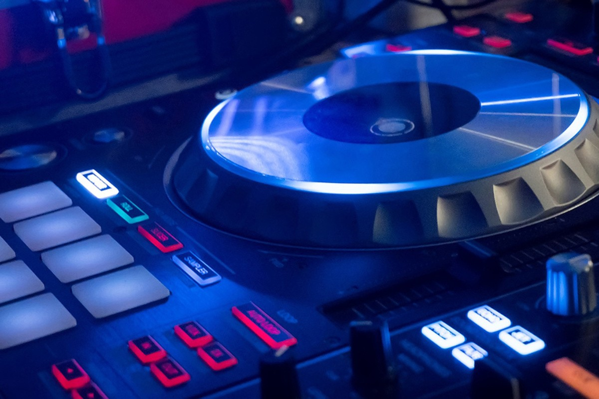 cropped pioneer DDJ SX controller DJ ANGEL ALBA Front Page